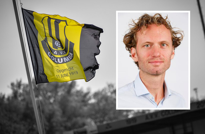 Vlag van voetbalclub Columbia. Inzet: Jacco van Sterkenburg
