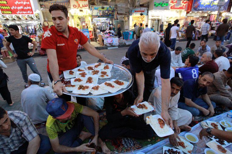 Ramadan was jarenlang een van de gevaarlijkste perioden in Bagdad, altijd was er de dreiging van een aanslag. Dit jaar was de sfeer ontspannen. Beeld Ameer Al Mohammedaw/picture-alliance/dpa/AP Images