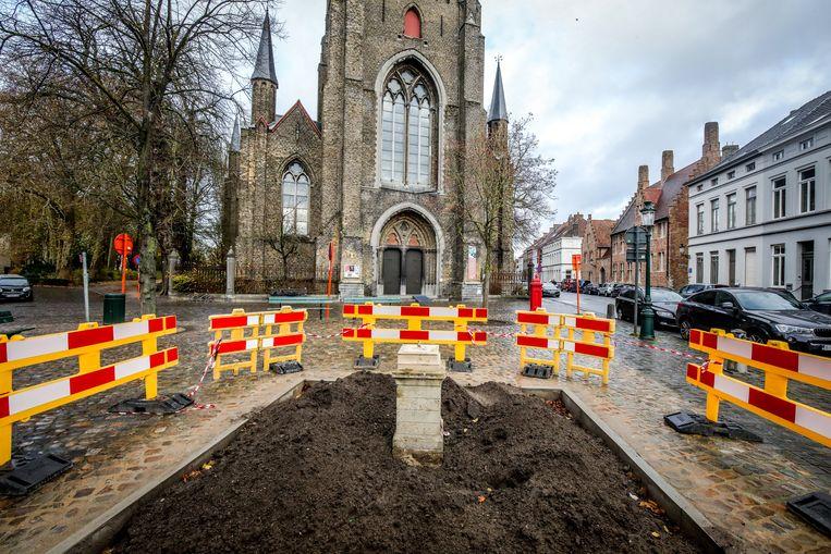 Brugge mariabeeld weg voor restauratie