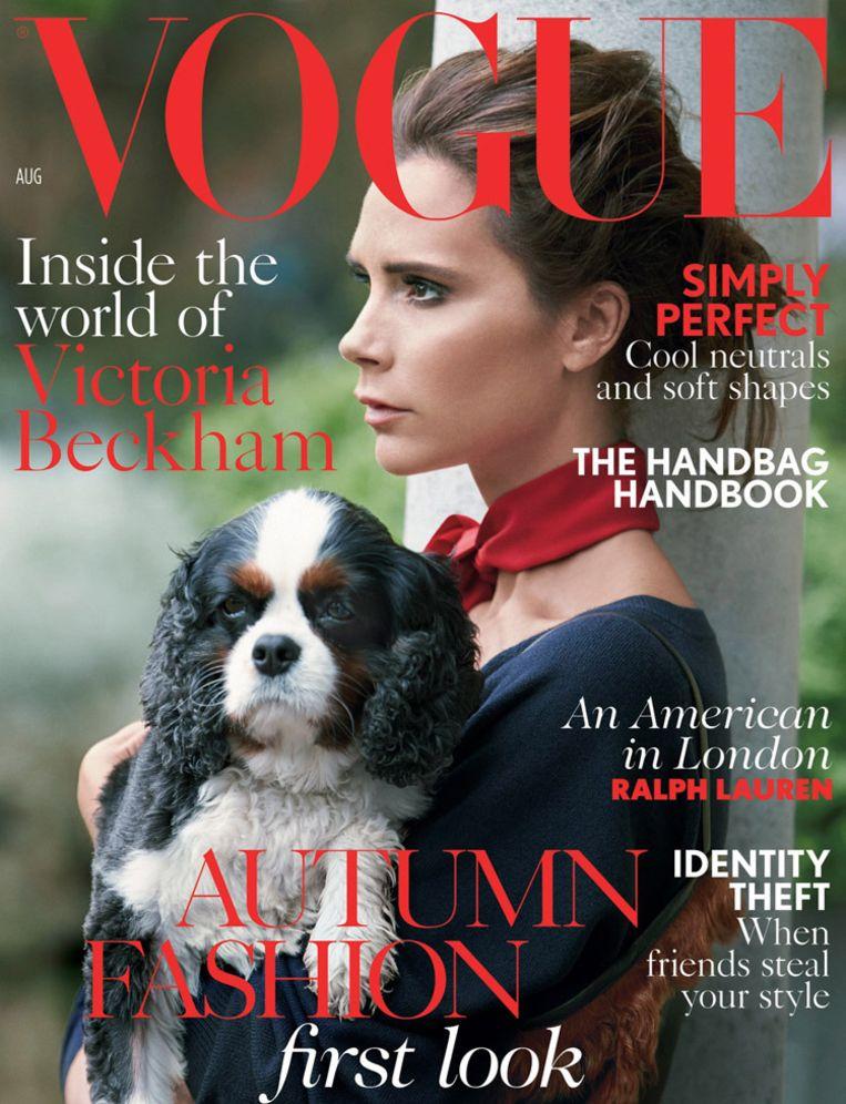 Op de cover van de augustuseditie van de Britse Vogue. Van Vogue is dat een slimme zet om de verkoop van het zomernummer op te krikken, want Beckham is ontzettend populair in Engeland. Beeld Patrick Demarchelier