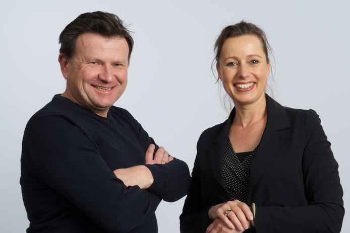 Het Rhedense CDA-gemeenteraadslid Monique Reinders, hier in de verkiezingstijd op de foto gezet samen met medelijsttrekker Bert de Lange.