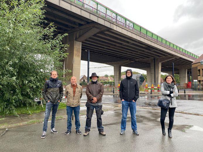 Hans Verbeeck, Donald Schokaerten Jackie Walraet van Viadukaduk en buurtbewoners Tim Van Wichelen en Ellen Janssens.