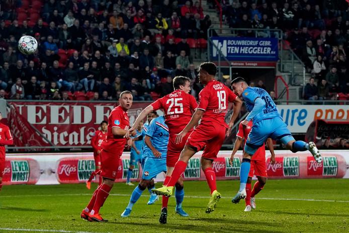 Mario Vrousai  scoort het enige doelpunt van de wedstrijd.