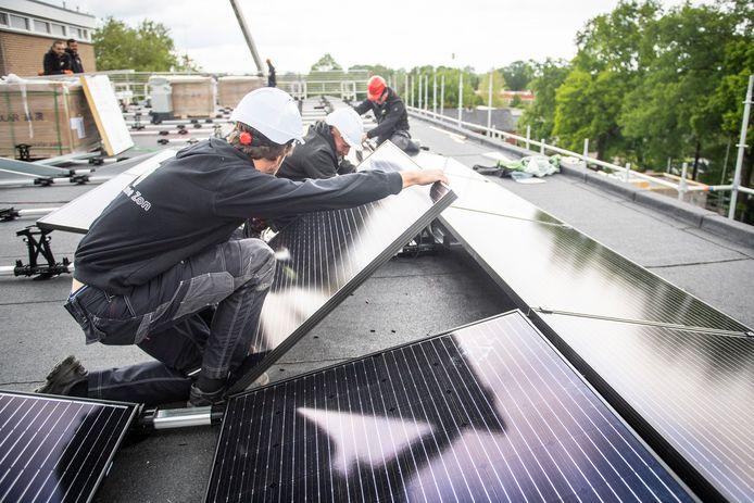 Ook voor het plaatsen van zonnepanelen kunnen maatschappelijke organisaties een lening uit het Hellendoornse energiefonds krijgen.