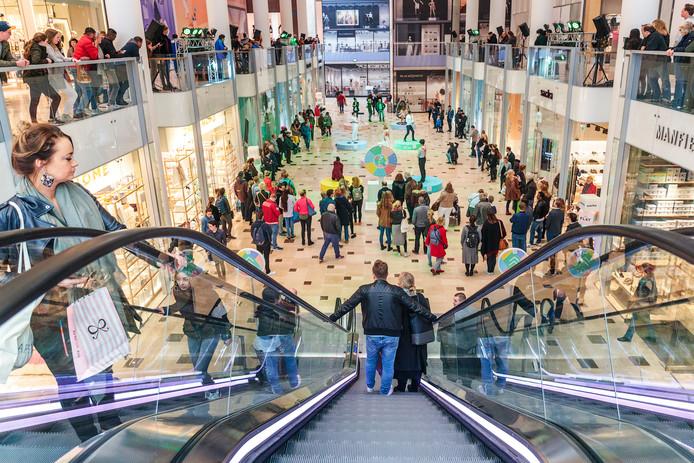 Winkelcentrum Hoog Catharijne is binnenkort 's avonds langer open.
