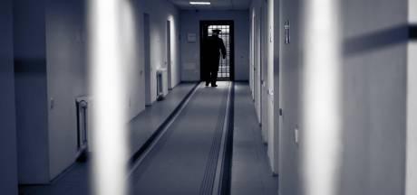 Man (25) uit Rijsbergen hoest in gezicht van agent en roept dat hij corona heeft: vier weken cel