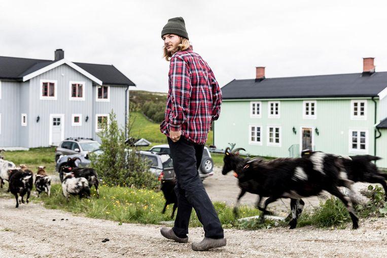Miro op zijn Noorse boerderij.