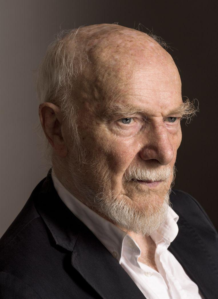 Theo Loevendie (Amsterdam, 1930) is een van Nederlands meest avontuurlijke muzikanten. In de jaren 60 en 70 speelde hij saxofoon in jazzbands, later ontwikkelde hij zich als componist en nam hij plaats achter de piano om eigen stukken uitte voeren met gerenommeerde musici. Voor zijn negentigste verjaardag trakteert Loevendie morgen op een groots jazzfeest in het Bimhuis. Beeld Koos Breukel