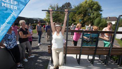 """VIDEO. Gratis fitnessen op zes openbare beweegbanken in Kortrijk: """"Iedereen aan het bewegen krijgen"""""""