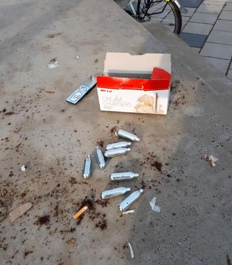 Agenten vinden lachgaspatronen op schoolplein in Winterswijk: 'Grote zorgen'