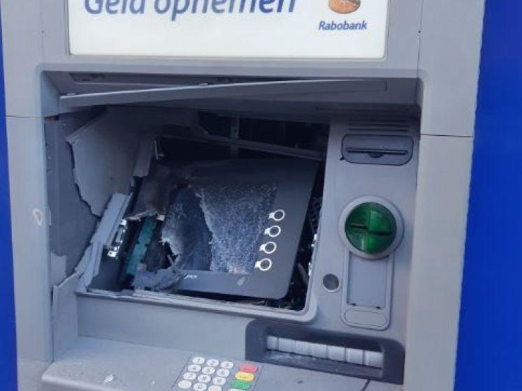 Cashbetalers balen van ontplofte pinautomaat: 'Er staan hier rijen als het markt is'