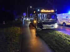 Automobilist gewond aan hoofd na botsing met stadsbus Breng