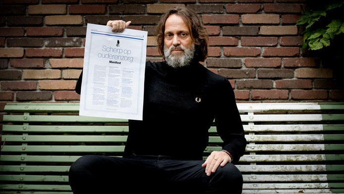 Hugo Borst met het manifest