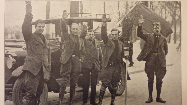 Nederlandse fascisten in Zaandam, april 1930. Tweede van links ANFB-voorman Jan Baars. Beeld