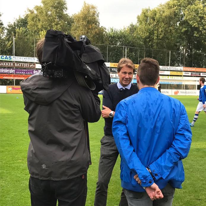 Hans Kraay jr. staat de pers te woord. Foto: Jesper Langbroek