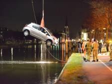 Automobilist schrikt en belandt vervolgens kopje onder in Leidschendamse Vliet