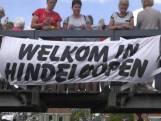 Maarten met feestelijk onthaal aangekomen in Hindeloopen
