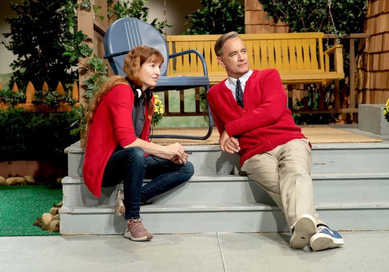 Tom Hanks met Marielle Heller, regisseur van A Beautiful Day in the Neighborhood. Beeld