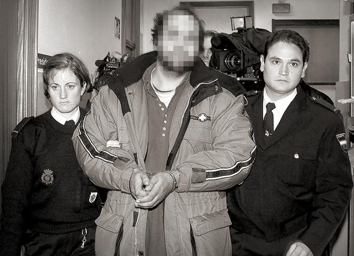 Mike J. kort na zijn arrestatie in 2001, in Zuid-Spanje. Hij werd in 2003 veroordeeld voor de dood van kleuter Rowena, beter bekend als het 'meisje van Nulde'.