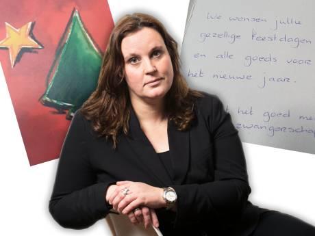 Kerstkaart ploft vijftien jaar na verzending op de mat: 'Ik heb heel hard gelachen'