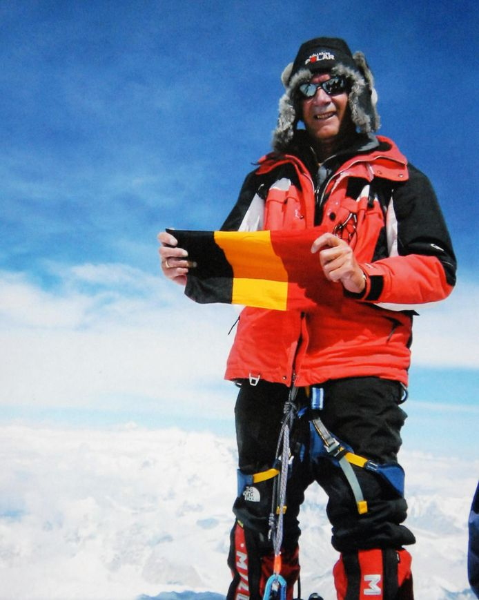 Willy Troch op de top van de Mount Everest.