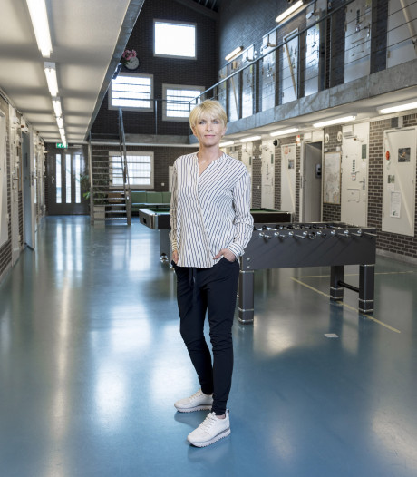 Nieuw seizoen Anita wordt Opgenomen in vrouwengevangenis Nieuwersluis