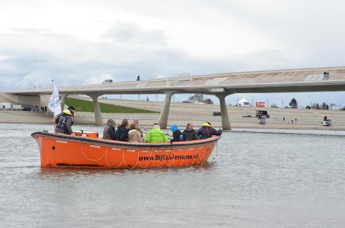Eén van de rondvaarten op de Spiegelwaal, die als inspiratie kan dienen bij een het Deltacongres over waterveiligheid eind 2018.