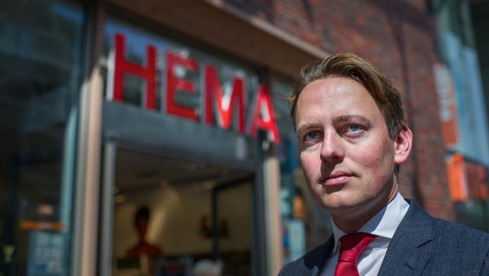 Henk Nijboer voor de Groningse vestiging van de HEMA, een oer-Hollands bedrijf dat gedupeerd is door een private equity eigenaar