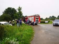 Auto in berm bij ongeval in Boxmeer