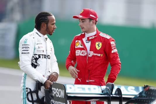 Lewis Hamilton met polesitter Charles Leclerc.