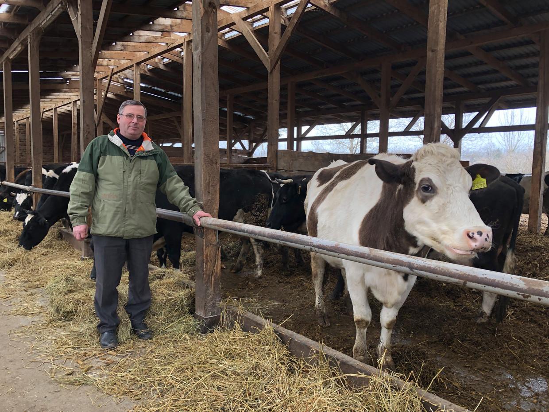 Bogdan Katarina runt een boerenbedrijf op een voormalige kolzoch.