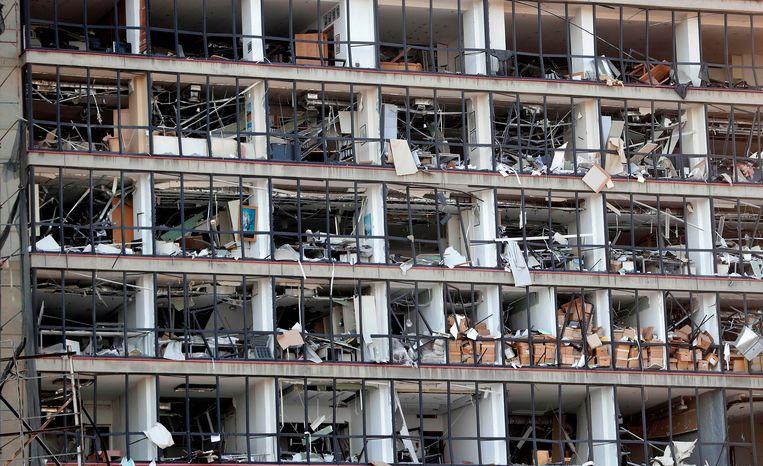 In de straat van Marc Gibran heeft geen enkel huis of gebouw nog ramen.  Beeld AFP