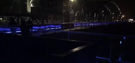 Zo ziet de nieuwe verlichting van de Oude IJsselbrug eruit