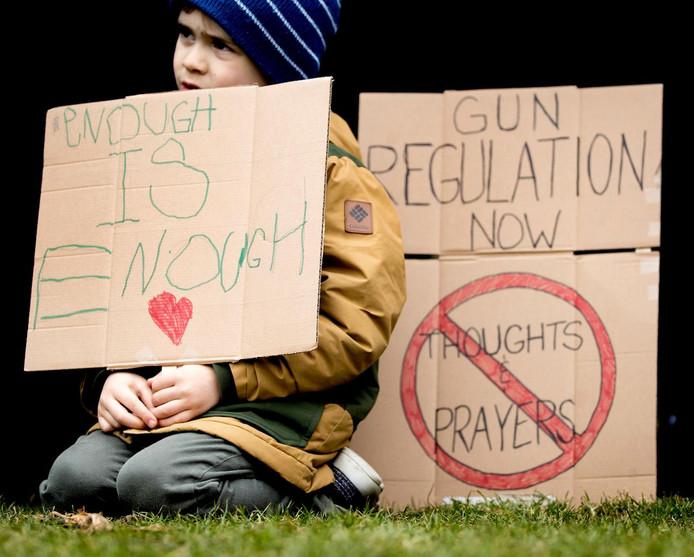 Bij het Amerikaans consulaat in Amsterdam werd in maart gedemonstreerd tegen de wapenwetgeving in de Verenigde Staten.