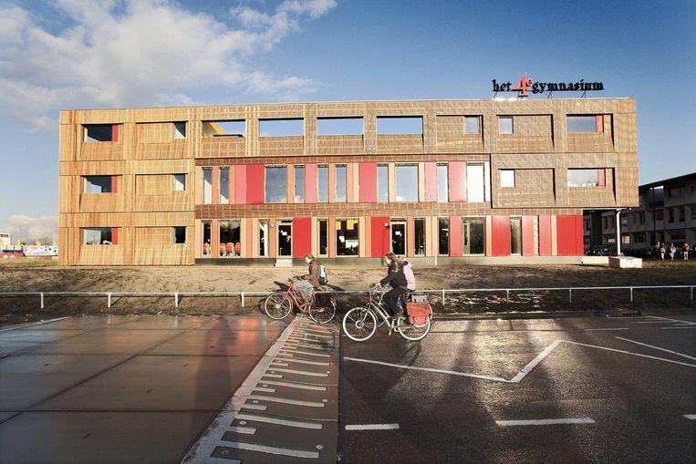 'Op het 4e Gymnasium komen 34 van de 405 leerlingen van buiten de stad. ''Dat is inderdaad veel,'' aldus rector Hans Verhage. Foto Olivier Middendorp Beeld