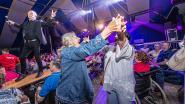 IN BEELD. Ambiance met Vlaamse zangers  op 41ste Mennefeesten