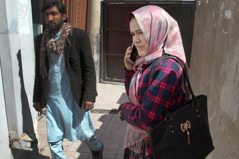 Zainab Fayez op straat in Kaboel. Ze was een van de eerste aanklagers in Kandahar. Beeld Hollandse Hoogte / The New York Times Syndication
