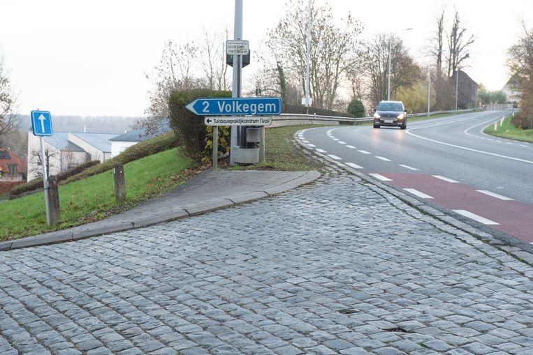 Sinds de invoering van eenrichtingsverkeer in de Lucien Vande Fonteynelaan gebeuren op dit kruispunt nog amper ongevallen, maar er is meer nodig om de hele Edelareberg verkeersveiliger te maken.