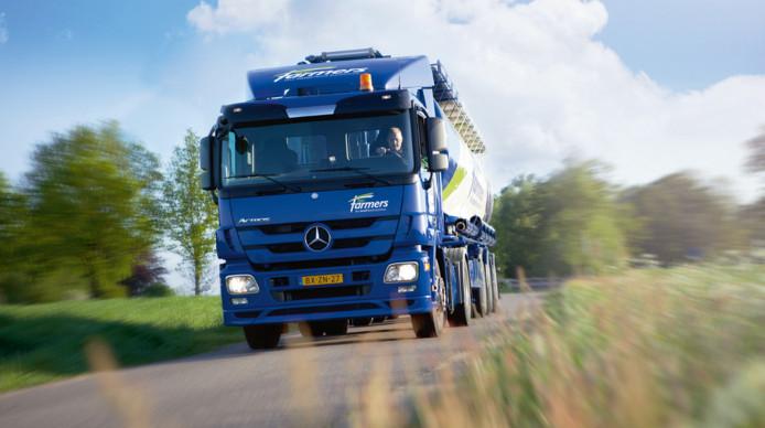 Een vrachtwagen van ForFarmers onderweg naar een klant.