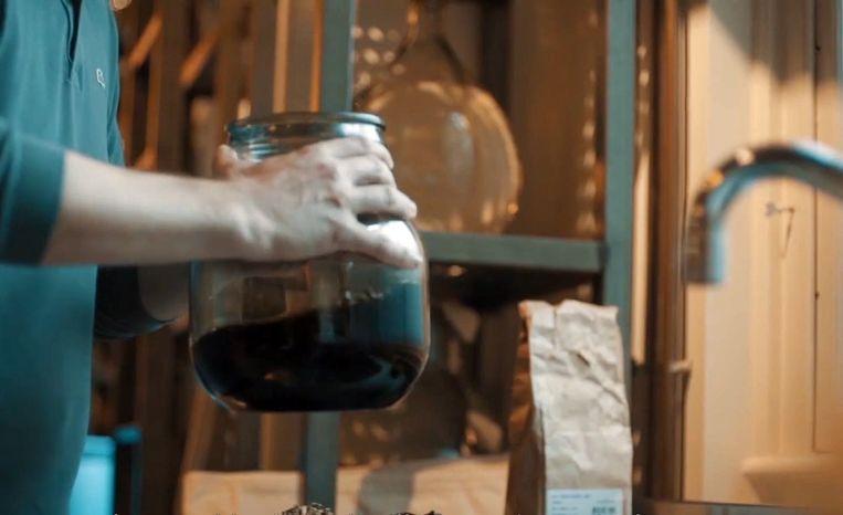 Het maken van het winterbier van Lowlander Beer. Beeld Lowlander