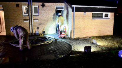 Brandende sigaret en benzine veroorzaken accidentele brand: huis is onbewoonbaar