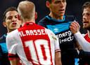 18 december 2016: Andrés Guardado (l) ruziet met Davy Klaassen.