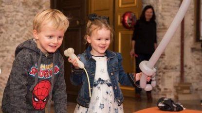Tweeling van Albert en Charlène van Monaco viert vierde verjaardag met superheldenfeestje en brandweermannen