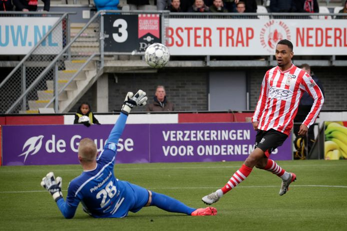 Pascal Joosten  scoort voor Sparta tegen FC Emmen.
