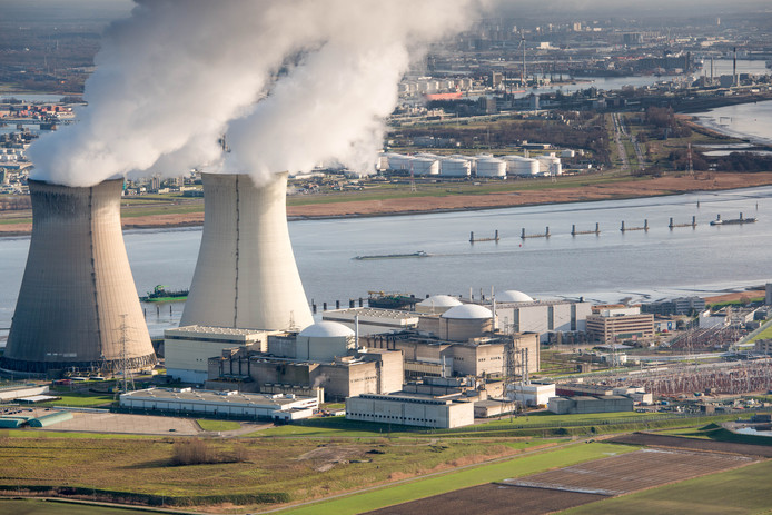 Luchtfoto van de Belgische kerncentrale Doel