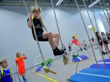 Kinderen spelen 'levende games' in sporthal Cromstrijen