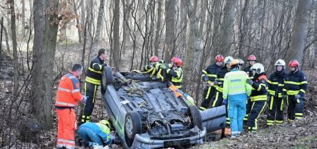 Vrouw zwaargewond door ernstig ongeluk op N269 bij Hilvarenbeek
