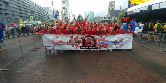 SV Sprundel heeft het gehaald. Eind van de middag kwamen ze lachend aan bij de finish in Rotterdam.