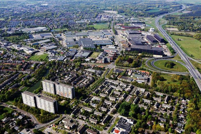 20140419 - Bergen op Zoom - Foto: Ramon Mangold - Luchtfoto Bergen op Zoom, met ondermeer het bedrijfscomplex van sigarettenfabrikant Philip Morris naast het knooppunt Zoomland van de A58 (rechts boven).