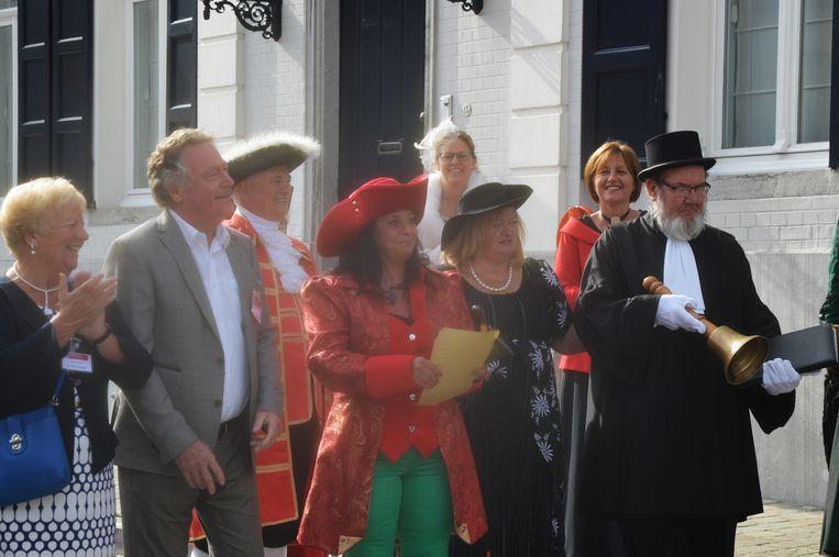 De eerste Haaltertse bellevrouw Elke De Pril geniet van het kampioenschap der bellemannen.